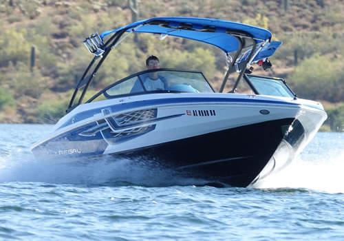 regal-2000-lake-at-speed